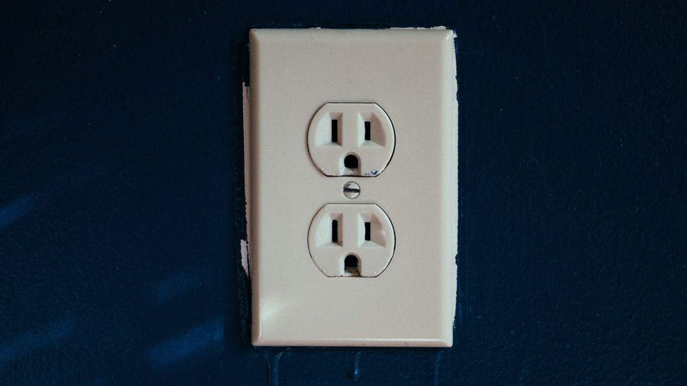 A power outlet as power source