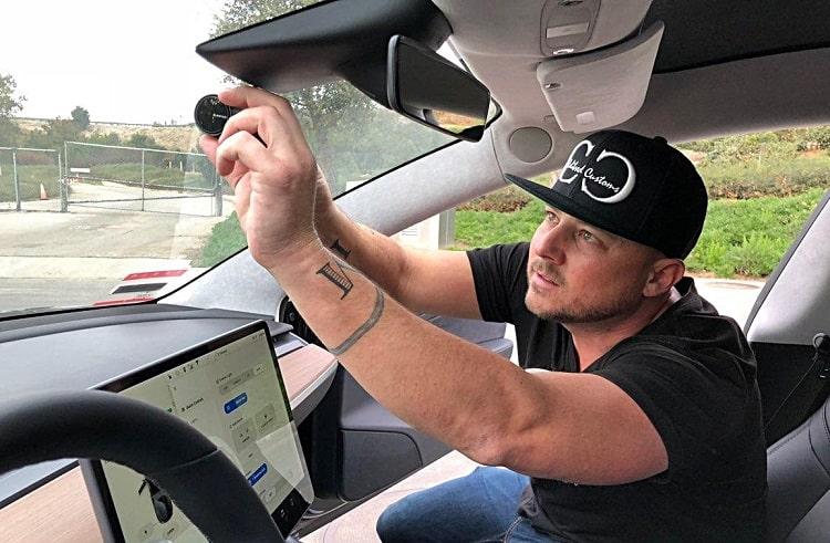 mounting dash cam in tesla
