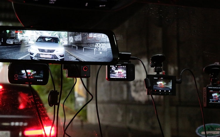 dash cams on windshield